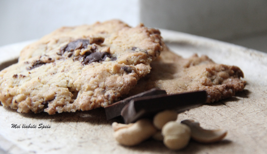 Cashew-Chocolate-Cookies