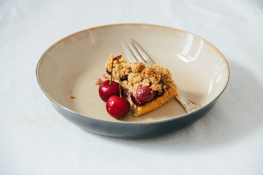 Kirschen-Marzipan-Streuselkuchen