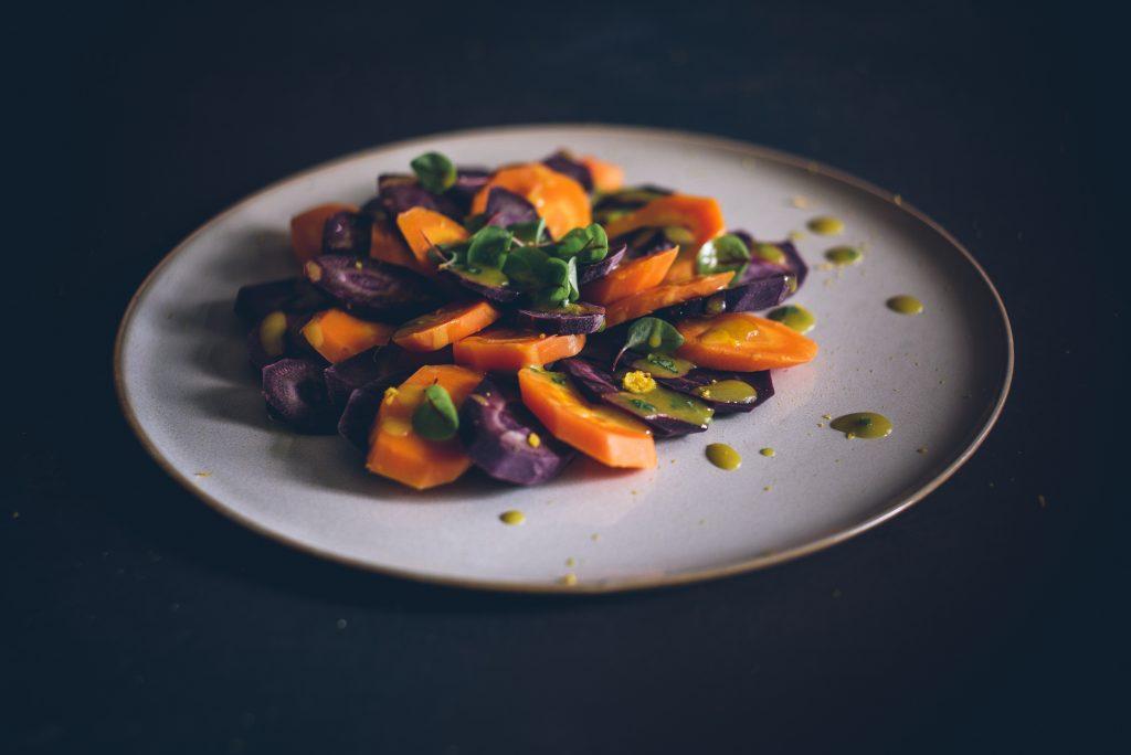 Lauwarmer Karottensalat mit Safran-Vinaigrette
