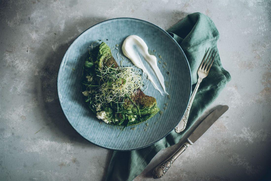 Grünes Kräuter-Omelett mit Joghurt